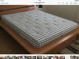 Superb condition queen size mattress Slumberland deluxe