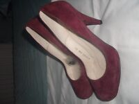 LADIES AUBERGINE HIGH HEELS SUIT SIZE 5 1/2 SEE PICTURES