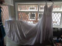 stunning wedding dress ,veil ,ect ,size 10/12,14,very long train ,beautiful
