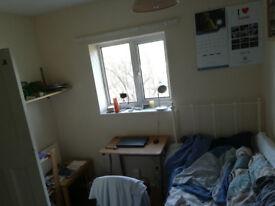 A cosy single room in Barton