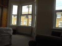 Extra Large Double Room including bills & Wifi Internet close to train station & park in zone 3