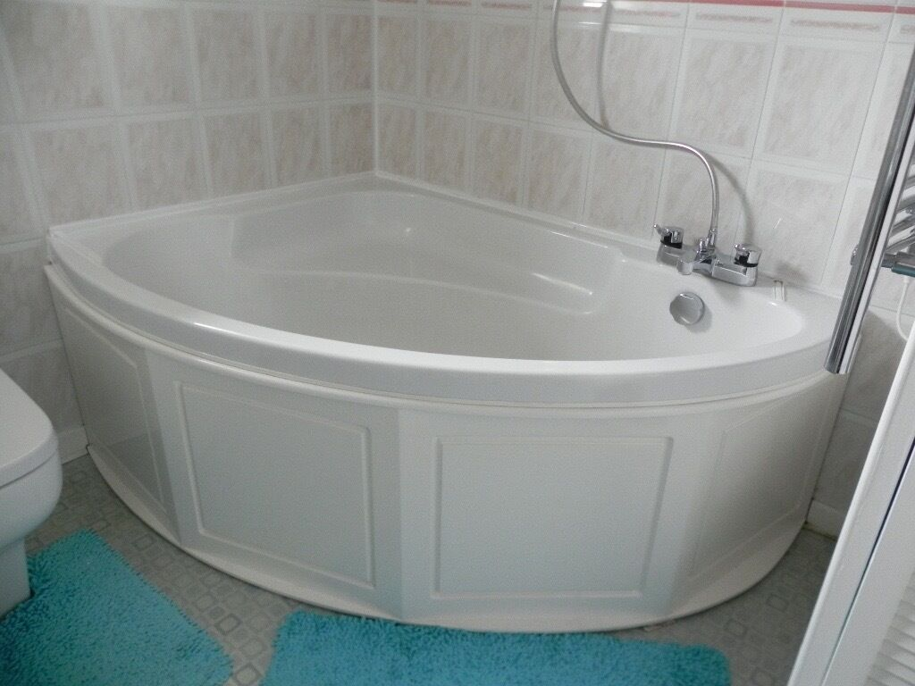 Corner Bath. White fibreglass with MDF panel. 150cm tap sides x ...