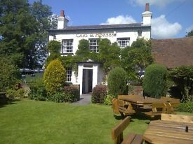 Live in couple required... Country Pub/Resturant just outide Watford... immediate start