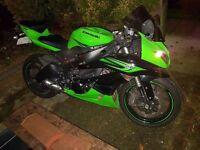 Kawasaki zx6r 2011 green and black