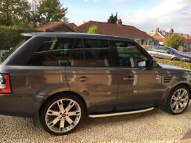 Grey Range Rover sport hse