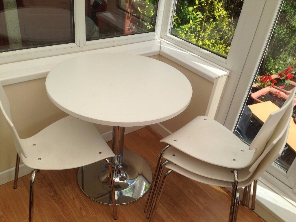 White round dining table and 4 chairs set