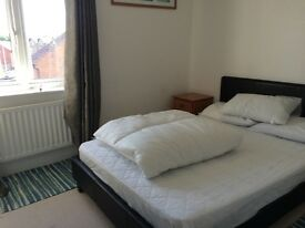 Very large double room,close to m5,buses, trains,supermarkets
