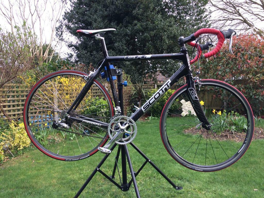 Scott CR1 full carbon frame road bicyclein Bournemouth, DorsetGumtree - I am selling my Scott CR1 PRO full carbon fibre framed racing bicycle as it is finally the beginning of the season and like many of you out there I am looking for a new bike to start with.The bike was purchased in 2015 however it is in exceptional...