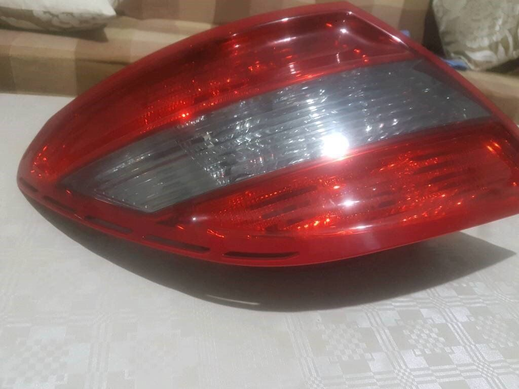 MERCEDES W204 REAR LIGHT SALOON PASSENGER/DRIVER SET 2007-2010 ( COMES WITH LED BULBS AND FULL UNIT)