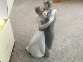"Lladro "" ForeverKiss"""