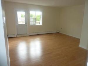 FAIRVIEW BEAUTIFUL 2 BDRM COMPLETELY RENOVATED AVAIL NOW / FEB 1
