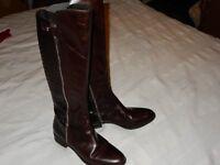 Ladies elegant flat leather boots