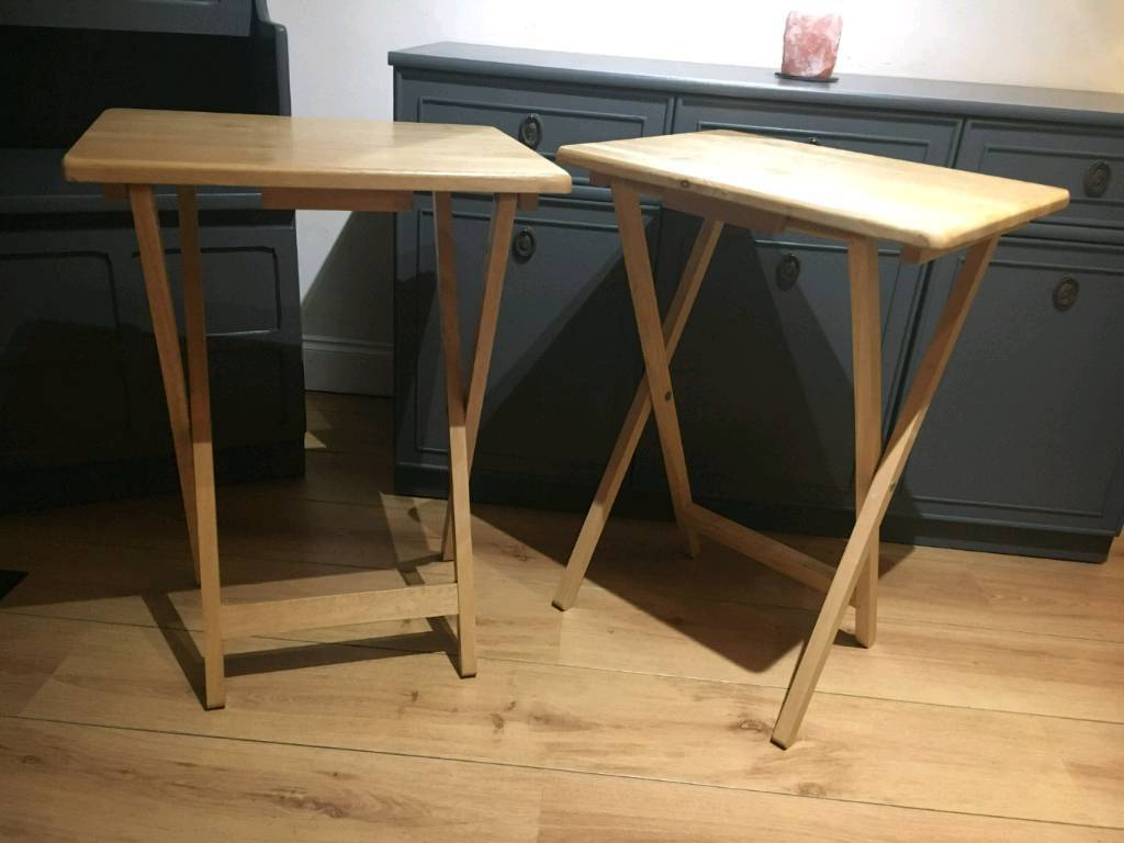 2 Foldable Tables In Excellent Condition