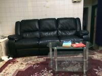 RECLINING 3 SEATER LEATHER SOFA.