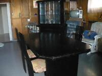 ensemble de set de salle à manger avec vaisselier en bois