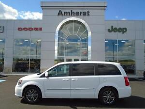 2015 Chrysler Town & Country S w/ 2 dvd entertainment systems