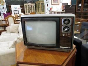 "Vintage TRANSONIC 14"" Tube TV - 1981 Model in Working Condition"