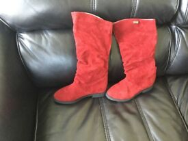 Red size 38 winter boots, faux suede