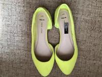 Ladies pumps size 6 - new