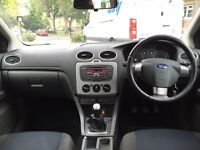 BARGAIN FORD FOCUS ZETEC CLIMATE 1.6 5 DOOR SILVER (COULD DO WITH LITTLE TLC)