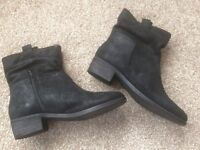 Ladies ankle boots size 39 ( 51/2 - 6 )