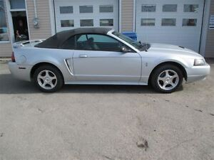 2003 Ford Mustang decapotable