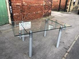 Extendable glass dinning table
