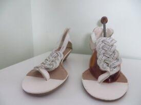 New Womens White Summer Sandal Size 5