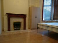 2 Double rooms Available in a House near Goodmayes