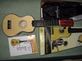 UKELELE FOR BEGINNERS STUDENTS BOXED AS NEW XMAS PRESENT