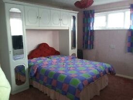 2 double rooms to rent in quiet location near shops. All rooms have tv and built in wardrobes
