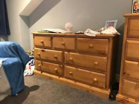 Furnitures 2x chest of drawers and mirror