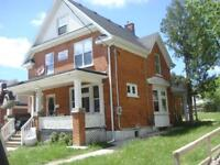 16 Ezra - Entire detached house - Walk to WLU in seconds! ...