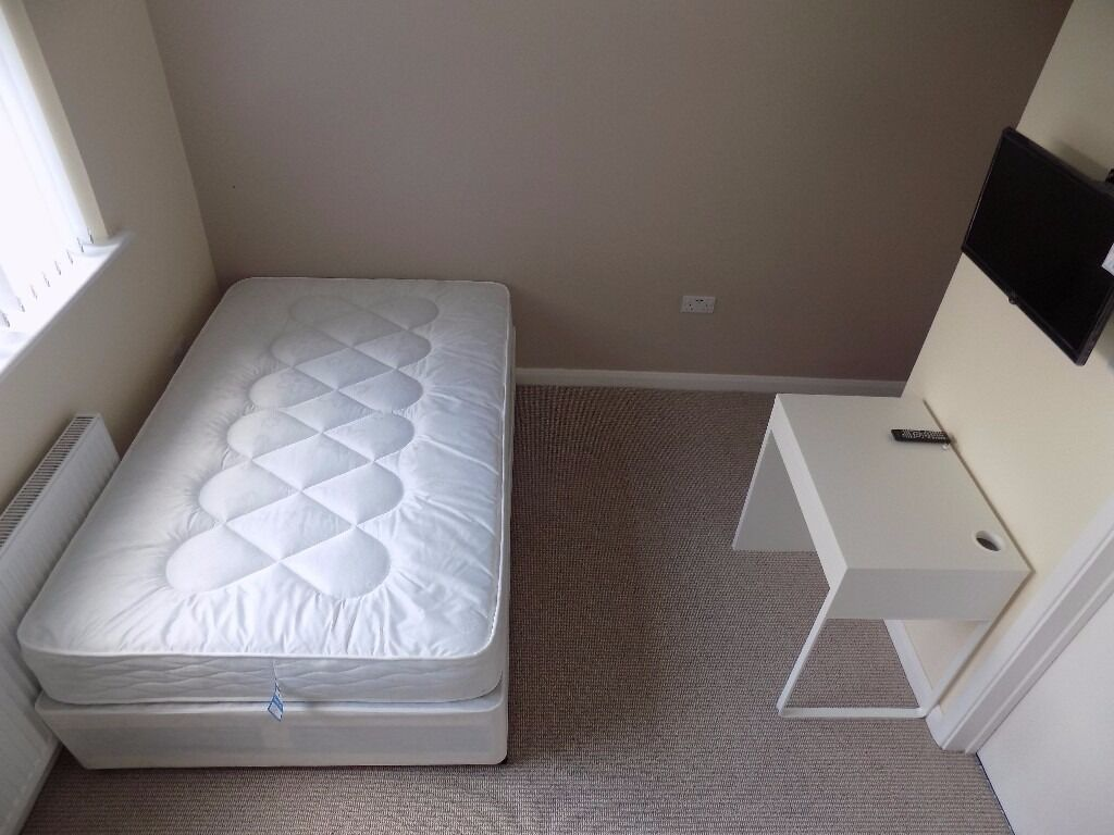 Luxury Self Contained Studio, close to town centre - Available Now - No DSS