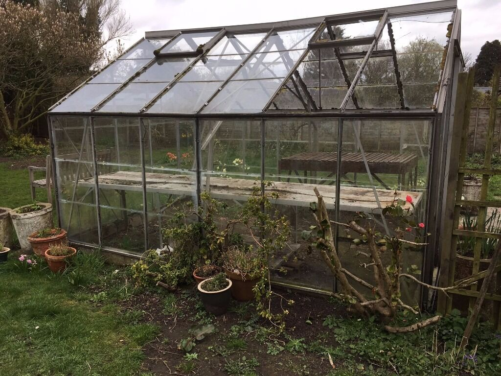 Greenhouse 10 X 12 Feet Some Panes Of Gl Missing