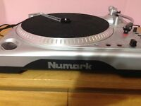 Numark TTi Universal Turntable with Dock for iPod