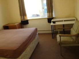 One comfortable Double room available to rent in Hounslow