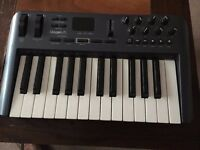 OXYGEN 25 MIDI KEYBOARD IN GOOD CONDITION