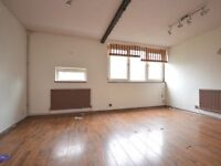 STUNNING LARGE 3 BED FLAT IN POPLAR - UNFURNISHED