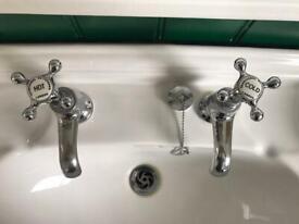 Heritage Bathroom Set - Mint Condition