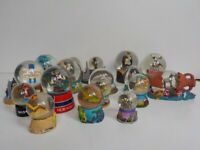 17 Snow Glitter Globes all VGC all of places in UK and abroad.