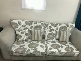 2× sofa 3 and 4 seater