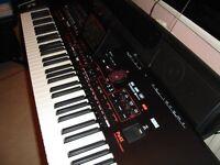 KORG PAX4 ARRANGER/SPEAKER BAR.EC5 PEDAL. VOL.PEDAL & PIANO DAMPER PEDAL.PLUS OTHER EXTRAS. ..