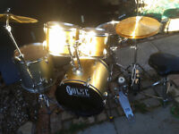 Drum kit. full kit in silver and gold