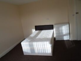 NEW LE4 SELF CONTAINED STUDIO FLAT ENSUITE WITH SHARED KITCHEN WIFI & BILLS INC, EXCEPT ELECTRICS