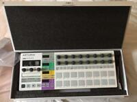 Beatstep. Pro. White. Complete of all cables