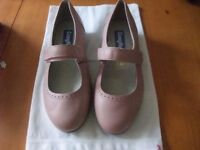 Ladies Cosy Feet shoes size 5-1/2