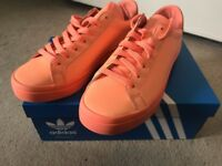 Adidas CourtVantage ADICOLOR Size 5 Reflective Apricot Peach Sunglow Superstars