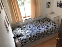 4 Single Rooms in House with Garden. Grove Park