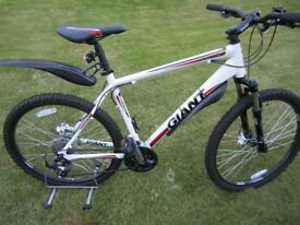 Giant Revel 3 (2012) disc Large mens mountain bike in mint condition with accessories, only used ...